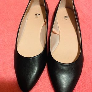 NEW! H&M black flats